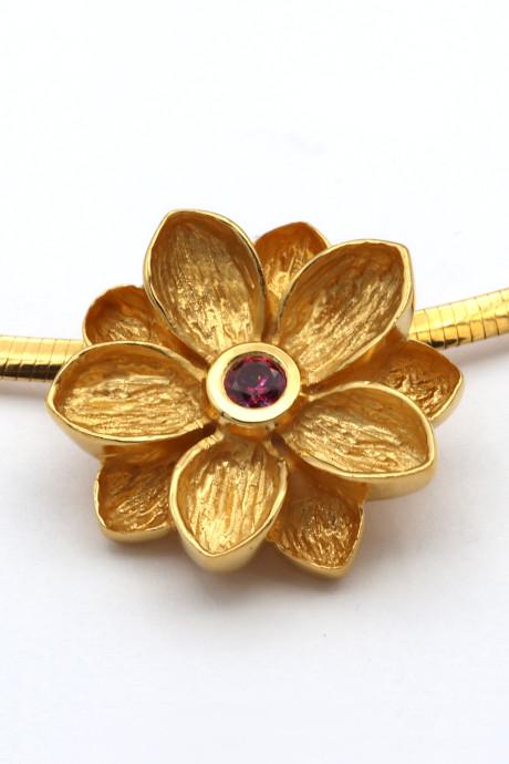 id625 Lotusblume Silber vergoldet mit Rubin Goldschmiede Mace 460x690